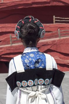 Lijiang Yunnan China-Traditional-clothing-of-a-Naxi-woman-01 - Nakhi people - Wikipedia, the free encyclopedia