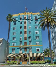 Beautiful vintage hotel in Santa Monica, with an ocean view....sometimes i miss cali...