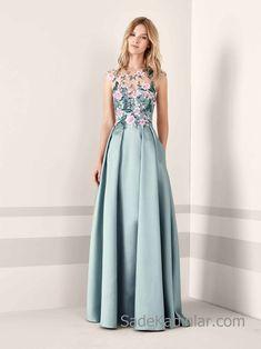 Pronovias 2019 Abiye Elbise Modelleri Yeşil Uzun Saten Kolsuz Pileli Etek Çiçek İşlemeli