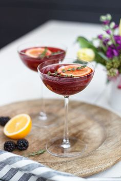 This chic cocktail pairs fresh blackberries with thyme, tequila and sparkling rosé leaving your taste buds in a state of pure love and happiness! Sparkling Drinks, Champagne Cocktail, Refreshing Cocktails, Cocktail Drinks, Cocktail Recipes, Colorful Cocktails, Spring Cocktails, Margarita Recipes, Fun Drinks