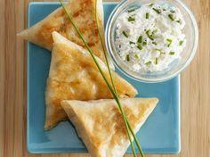 Avec les lectrices reporter de Femme Actuelle, découvrez les recettes de cuisine des internautes : Samoussas au thon, ricotta et ciboulette
