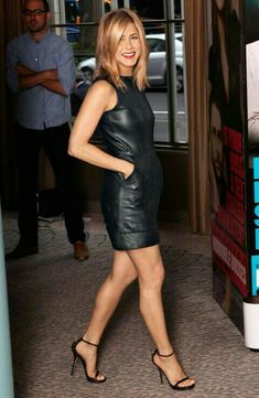 The 50 Best Little Black Dresses of 2011 : easy black dress look. especially with minimal strappy heels and a red lip. =) on jennifer aniston Jennifer Lopez, Jennifer Aniston Legs, Jeniffer Aniston, Blond, Black Dress Outfits, Leather Dresses, Leather Skirt, Sexy Older Women, Dress And Heels