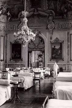 Casino de Madrid convertido en hospital de guerra .1936.