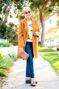 Golden States – casual outfit with lemon print sweater. Casual Winter Outfits, Simple Outfits, Summer Outfits, Outfit Winter, Gamine Style, Travel Outfit Summer, Colourful Outfits, Colorful, Accessories