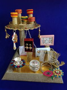 For diii Wedding Gift Baskets, Wedding Gift Wrapping, Thali Decoration Ideas, Handmade Decorations, Engagement Decorations, Indian Wedding Decorations, Engagement Ring Platter, Trousseau Packing, Gift Wraping