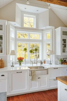 Exceptional Kitchen Remodeling Choosing a New Kitchen Sink Ideas. Marvelous Kitchen Remodeling Choosing a New Kitchen Sink Ideas. Rustic Kitchen Sinks, Home Decor Kitchen, New Kitchen, Home Kitchens, Kitchen Cabinets, Kitchen Ideas, Awesome Kitchen, Kitchen Small, Country Kitchen