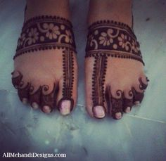 Find Latest Collection of Leg Mehndi Designs Images & Patterns that are very Simple and Easy. New Style Bridal Henna Patterns Ideas for Full Legs Mehndi Designs Book, Legs Mehndi Design, Stylish Mehndi Designs, Mehndi Designs For Girls, Mehndi Design Pictures, Mehndi Designs For Fingers, Latest Mehndi Designs, Simple Mehndi Designs, Mehndi Designs For Hands