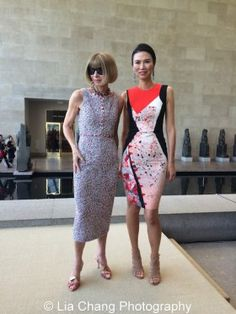Anna Wintour and Wendi Murdoch_Photo by Lia Chang 39 #chinalookingglass #metmuseum #annawintour #wendimurdoch