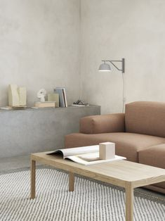 Modern and minimal living room decor inspiration from Muuto: The Ambit Wall Lamp is designed with a quiet, modern expression and subtle details. Alter the expression of the Ambit Wall Lamp to your personal need through its rotating arm and head, bringing a refined light to any bedroom, kitchen or hallway. 北欧インテリア