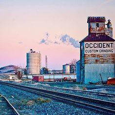 Richardton nd dusk comes early 4;00 #sunset  #grainelevator #railroad #rail #prairie