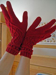 Miss Sophie - paid patt on ravelry Knitted Gloves, Knitting Socks, Fingerless Gloves, Knit Or Crochet, Crochet Hats, Mittens Pattern, Ravelry, Little Princess, Arm Warmers