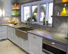 so, I want this to be my new kitchen..minus the weird brown tiles on the wall, I'll stick with my blue and dark floors.