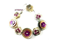 Bracelet button jewelry made of  vintage flower shape buttons and new shell buttons floral ornament