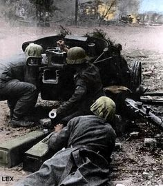 mavitpzv: German Soldiers firing a cannon with 5 cm Pak 38 L / 60 (5 cm, medium Panzerjägerkanone 38). Stalingrad (?).