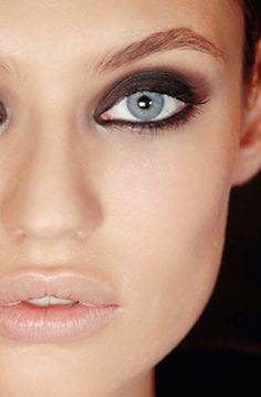 smokey eye + nude lip. For more visit http://www.breakfastwithaudrey.com.au/2014/11/18/beauty-trend-to-try-navy-eyeshadow/