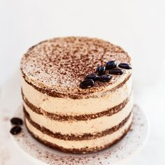 Moist tiramisu layer cake, tastes like an Italian dream. In Danish with google translate.