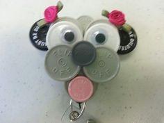 Dog id badge made of flip off caps Button Art, Button Crafts, Nurse Crafts, Bottle Cap Art, Bottle Top, Id Badge Holders, Badge Reel, Work Badge, Diy Craft Projects