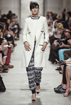 toller Mantel... Chanel – Cruise Collection 2014 – ELLE