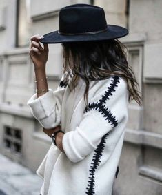 Fedora and chunky knit jumper winter fashion winter style winter outfit streetstyle Looks Street Style, Looks Style, Mode Outfits, Fashion Outfits, Womens Fashion, Fashionable Outfits, Today's Fashion Trends, Casual Chique, Look 2018