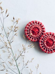 Simple yet elaborate-looking pattern for these lovely two buttons! Dorset Buttons, Jewelry Accessories, Unique Jewelry, Something To Do, Red And White, Crochet Earrings, Etsy Seller, Jewelry Making, Stud Earrings