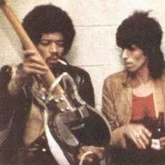 Jimi Hendrix & Keith Richards November 1969 - Two legends caught in a rare moment discussing their passion for guitars and music Music Pics, Music Photo, Music Is Life, My Music, The Ventures, Jimi Hendrix Experience, Rock Legends, Keith Richards, Film Serie