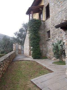 Stone Farmhouse south countrydise, in Lucca, Italy. Tuscan renovated property for sale. www.lucaevillas.it