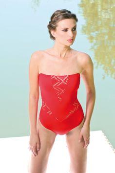 With grace #onepiece #jogswimwear #nature #Red #lasercuts #bikini #girlsinbikini #swimwear #summer2016 #funinthesun #cuts #artonbody #lasercuts #outinthenature #details
