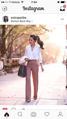 Classic in Camel // Wide leg pants for petites - Extra Petite : Fall business pr. Classic in Camel // Wide leg pants for petites - Extra Petite : Fall business professional outfit flare trousers_extra petite boston Elegantes Business Outfit, Elegantes Outfit, Womens Fashion For Work, Work Fashion, Womens Work Pants, Trendy Fashion, Fashion Spring, Feminine Fashion, Fashion Heels