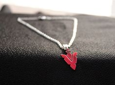 Artículos similares a Arrow Green Arrow Speedy Thea Queen Red Arrow Head inspired Gift for her Birthday Gift Hand Painted Necklace Vintage Scify en Etsy Thea Queen, Willa Holland, Prom Jewelry, Jewelery, Speedy Arrow, Roy And Thea, Fandom Jewelry, Roy Harper, Supergirl And Flash