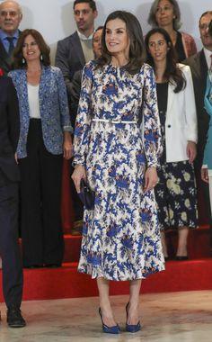 20 May 2019 - Queen Letizia chairs presentation ceremony of Santander's XI Social Projects Awards in Madrid - dress by Sandro Sandro, Princess Letizia, Queen Letizia, Style Royal, Vestidos Zara, Estilo Real, Fashion Idol, Look Chic, Royal Fashion