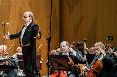 Maestro Roberto Tibiriçá e Orquestra Sinfônica Brasileira no palco da Sala Cecília Meireles. Foto: Cicero Rodrigues