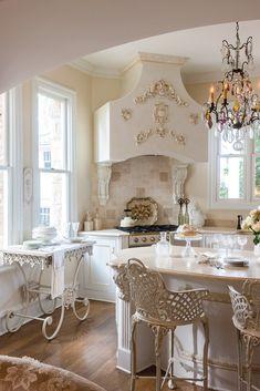 42 Modern French Country Kitchen Design Ideas - Sarah M - internationally inspired Modern French Country, French Country Kitchens, French Country Bedrooms, French Country House, French Chic, Country Farmhouse, Farmhouse Table, Modern Farmhouse, Farmhouse Decor