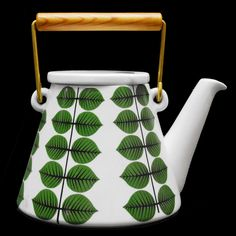 Berså by Stig Lindberg, Gustavsberg. My favourite Stig Lindberg pattern/design. Love the crisp green and white together. Swedish Design, Nordic Design, Stig Lindberg, Coffee Set, Coffee Tables, Vintage Ceramic, Vintage Kitchenware, Ceramic Pottery, Ceramic Decor