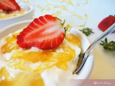 Tejberizs roppanós karamellel és eperrel   Sütidoboz.hu Grapefruit, Food And Drink, Strawberry, Pudding, Custard Pudding, Strawberry Fruit, Puddings, Strawberries, Avocado Pudding