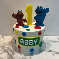Tarta buttercream Barrio Sésamo. Birthday Cake, Desserts, Food, Fondant Cakes, Lolly Cake, Candy Stations, Sesame Streets, One Year Birthday, Tailgate Desserts