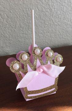Rosa de tema de princesa y corona de oro Lollipop por SweetMiranda