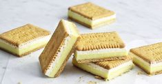 Quick biscuit sandwiches with vanilla cream- Schnelle Keks-Sandwiches mit Vanillecreme Take-away dessert: The sandwiches can be packed well and are great for a picnic or on the go. Cupcake Recipes, Snack Recipes, Dessert Recipes, Snacks, Fast Recipes, Quick Biscuits, Dessert Oreo, Biscuit Sandwich, Cookie Sandwiches