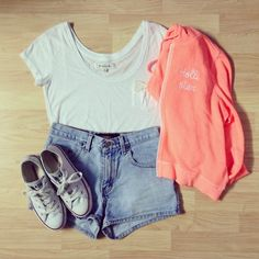 Theme park outfit - Take a light sweater for the night time, as it gets cooler.