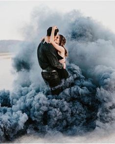 You're the blue I use to color my sky ♥️♥️ Fot - - Wedding Fotoshooting - Couple Smoke Bomb Photography, Couple Photography, Engagement Photography, Photography Ideas, Photography Accessories, Photography Backdrops, Vintage Photography, Portrait Photography, Engagement Pictures
