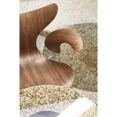 Fritz Hansen Lily stoel met armleuningen | FLINDERS verzendt gratis Fritz Hansen, Arne Jacobsen, Eames, Ikea 2015, Lily, Herman Miller, Lounge, Modern, Design