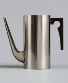 scandinaviancollectors:  Arne Jacobsen, a coffee pot for theCylinda Line-serie by Stelton, Denmark. Designed in 1967. Material stainless steel. © Scandinavian Collectors 2014.