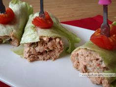 Makkelijke tonijn lunchwrap, in een handomdraai gemaakt. Uit te breiden met tomaat, komkommer, augurk, gekookt ei, olijven, 'n gesnipperd uitje etc. Heerlijk!
