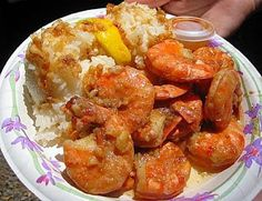 Why eat out at a Chinese restaurant when you can try these easy step by step Chinese food recipes at the comfort of your own home. Enjoy these tasty Chinese food recipes! Shellfish Recipes, Shrimp Recipes, Sushi, Cooking Chinese Food, Cuisine Diverse, Shrimp Dishes, Garlic Shrimp, Serious Eats, Asian Recipes
