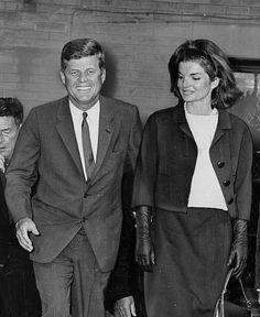 1962. Novembre. Jack et Jackie votent pour Ted (je pense que cette image est aussi retouchée)