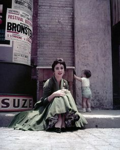 Elizabeth Taylor (with her son Michael Howard Wilding behind her) in Hollywood, 1954. Photo by Milton Greene.