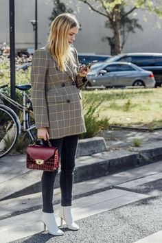 October 2, 2016 Tags Black, Red, White, Paris, Jeans, Pernille Teisbaek, Plaid, Yellow, Balenciaga, Crocodile, Boots, Women, Burgundy, Cellphones, Jackets, Bags, Blazers, 1 Person, SS17 Women's