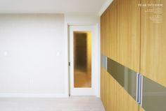 대전아파트인테리어, 대전아파트리모델링 피크인테리어의 비래동 '한신휴플러스아파트' 완공사진이에요. : 네이버 블로그 Remodeling, Bookcase, Divider, Room, Furniture, Home Decor, Bedroom, Decoration Home, Room Decor