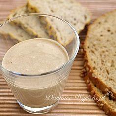 przepis-na-zakwas-chlebowy --Jak zrobić zakwas? Produkcja zakwasu trwa około 5 dni. Po tym czasie możemy upiec swój pierwszy chleb. Codziennie o tej samej porze dodajemy garść mąki i tyle wody, aby powstało jednolite ciasto o konsystencji naleśnikowej. Co 12 godz. dokładnie wszystko mieszamy. European Dishes, How To Make Bread, Kitchen Recipes, Ketchup, Diy Food, Bread Recipes, Healthy Life, Bakery, Food And Drink