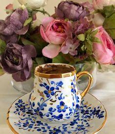 Turkish Coffee Cups, Turkish Tea, Coffee And Books, I Love Coffee, Good Morning Coffee, Coffee Pictures, Coffee Photography, Coffee Corner, Handmade Copper