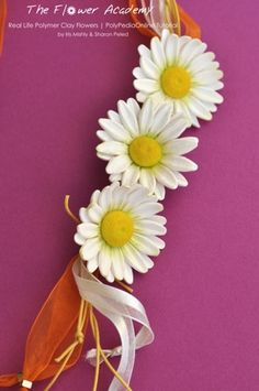 PolyPediaOnline - polymer-clay-tutorials-life-like-flowers-polypediaonline - Daisy necklace project http://www.polypediaonline.com/polymer-clay-tutorials-life-like-flowers-polypediaonline.html